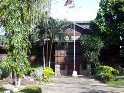 Laurel Memorial Library in Tanauan - Places to see