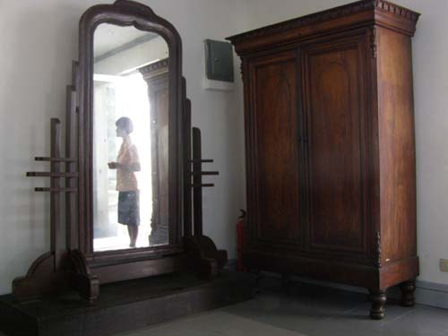 Mabini's Cabinet and Mirror - Mabini Shrine